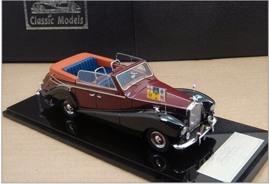 Модель 1:43 Rolls-Royce Silver Wraith All - Weather Cabrio (Royal car for the Australian tour in 1959; Australian Royal flag)