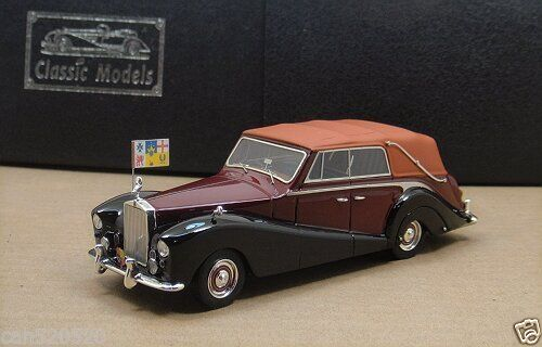 Модель 1:43 Rolls-Royce Silver Wraith All - Weather Cabrio (Royal car for the Australian tour, Australian Royal flag)