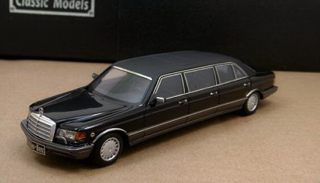 Модель 1:43 Mercedes-Benz 560 SEL 6-door Stretch Limousine