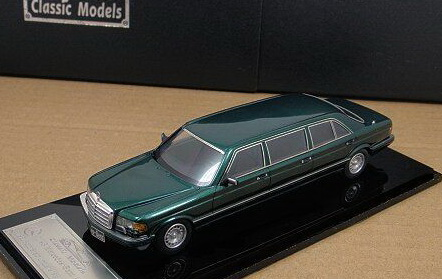 Модель 1:43 Mercedes-Benz 560 SEL 6-door Stretch Limousine - green (L.E.85pcs)