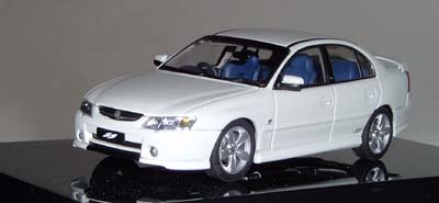 Модель 1:43 Holden VY Commodore SS Sedan HERON White(Bermuda Blue interior)