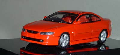 Модель 1:43 Holden V2 MONARO CV8 FLAME (Orange)