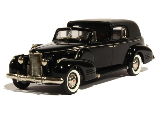Модель 1:43 Cadillac Fleetwood Town Car - black