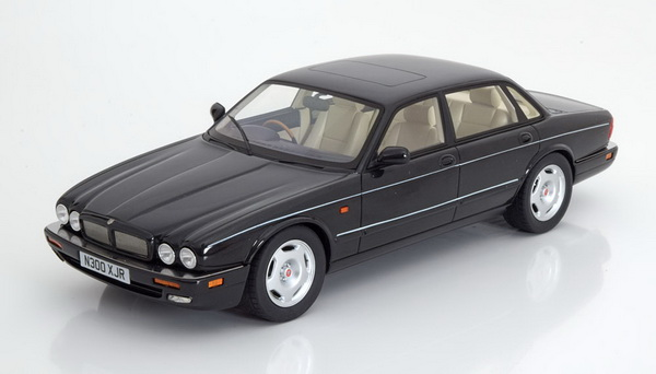 Модель 1:18 Jaguar XJR X300 1995 - Black