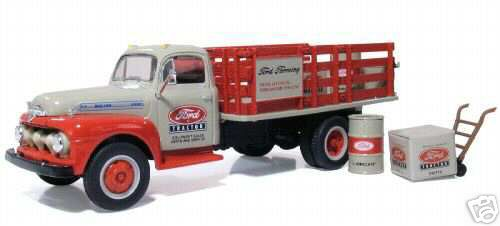 Модель 1:34 Ford Stake Truck w/Barrels, Boxes, Dolly