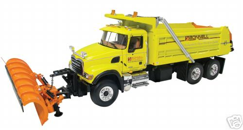 Модель 1:34 Mack Granite with Plow and Spreader Bonnell