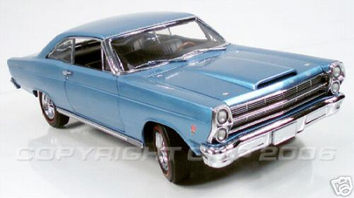 Модель 1:18 Ford Fairlane 427 Muscle Machine - brittany blue