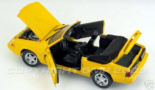 Модель 1:18 Ford Mustang LE Convertible Yellow