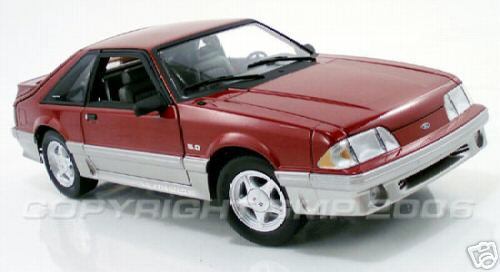 Модель 1:18 Ford Mustang 5.0 GT - wild strawberry met