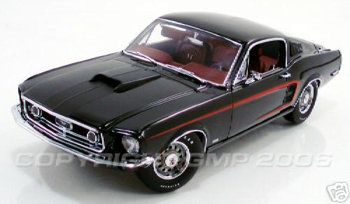 Модель 1:24 CobraJet Mustang Fastback - raven black/red «C» stripe