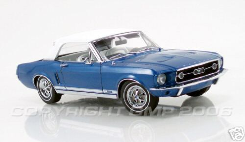 Модель 1:24 Mustang Convertible in Acapulco Blue