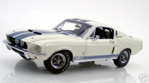 Модель 1:24 Shelby Mustang GT- 500 - white/blue stripes
