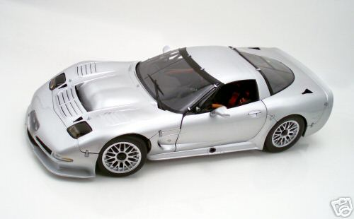 Модель 1:12 Chevrolet Corvette C5-R Street Version WING