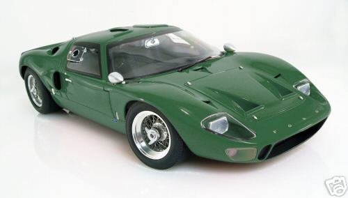Модель 1:12 Ford GT40 Street Version - green
