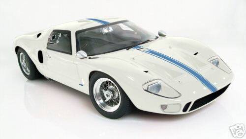 Модель 1:12 Ford GT40 Street Version Wimbeldon - white blue