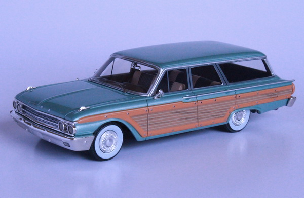 Модель 1:43 Ford Country Squire - green met (L.E.150pcs)