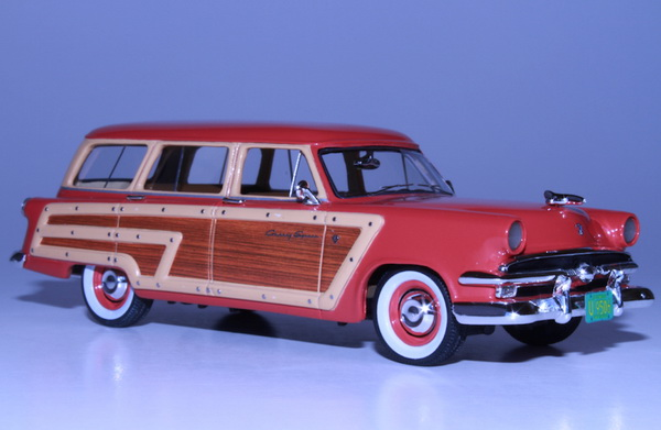 Модель 1:43 Ford Country Squire - flamingo red (L.E.200pcs)