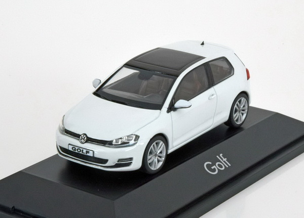 Модель 1:43 Volkswagen Golf VII (3-door) - white