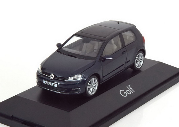 Модель 1:43 Volkswagen Golf VII (3-door) - dark blue