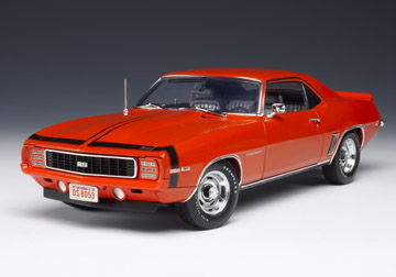 Модель 1:18 Chevrolet Camaro RS Hugger Orange w/DX1 Stripe