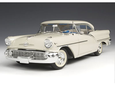Модель 1:18 Oldsmobile Super 88 - victoria white