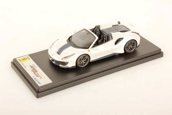 Модель 1:43 Ferrari 488 Pista Spider Pebble Beach 2018 (white/blue)