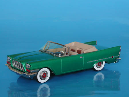 Модель 1:43 Chrysler 300 C Conventible