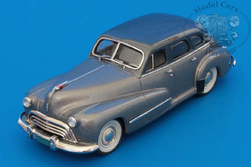 Модель 1:43 Oldsmobile Series 66 4-door sedan