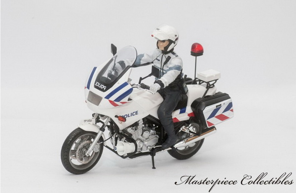 Модель 1:18 Yamaha X900P Police Motorcycle: Singapore Police Force New Livery