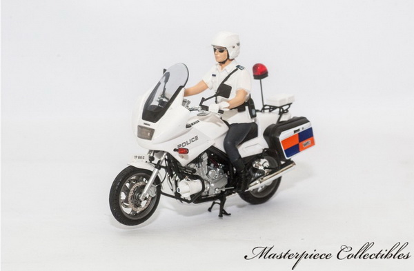 Модель 1:18 Yamaha X900P Police Motorcycle: Singapore Police Force (Radio)