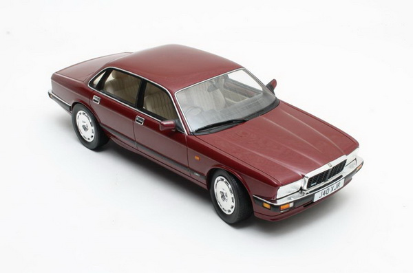 Модель 1:18 Jaguar XJR XJ40 - red met