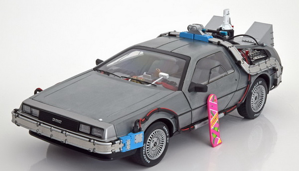 Модель 1:18 Delorean DMC 12 Time Machine - Back to the Future