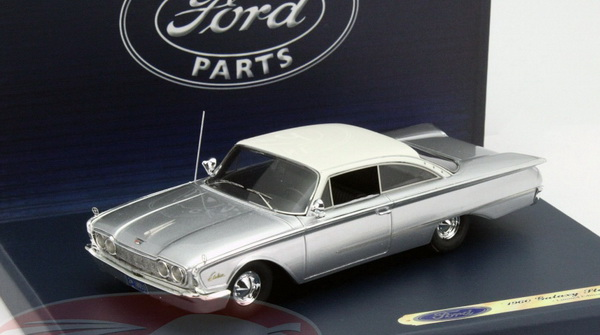 Модель 1:43 Ford Starliner Galaxie - silver/white