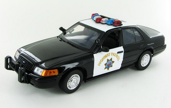 Модель 1:18 Ford Crown Victoria Police Interceptor California Highway Patrol 2001
