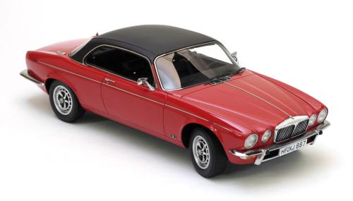 Модель 1:18 Daimler Double Six Coupe - red