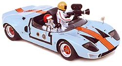 Модель 1:43 Ford GT40 Gulf Travelling car Le Mans 1camera centrale 2 personnages KIT