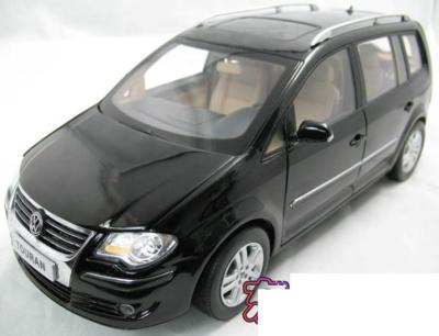 Модель 1:18 Volkswagen Touran - black