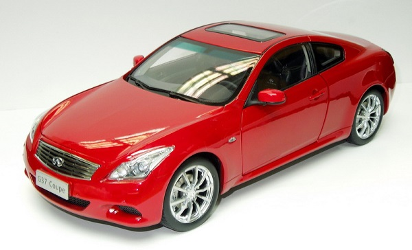 Модель 1:18 Infinity G37 Coupe - red