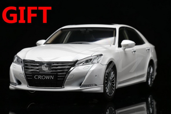 Модель 1:18 Toyota Crown 2015 - White