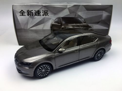 Модель 1:18 Skoda Superb - brown