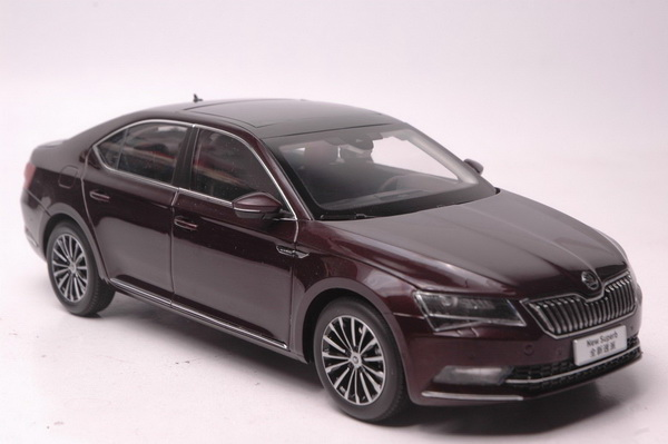Модель 1:18 Skoda Superb - dark red