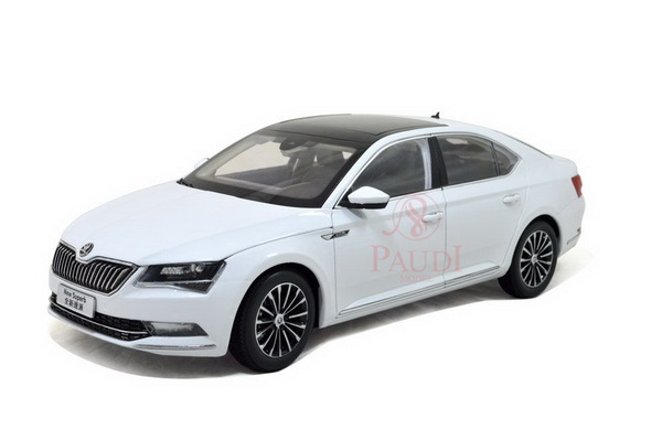 Модель 1:18 Skoda Superb - white