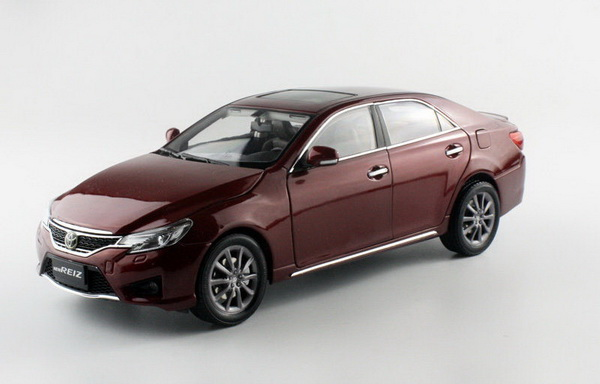 Модель 1:18 Toyota Reiz - dark red
