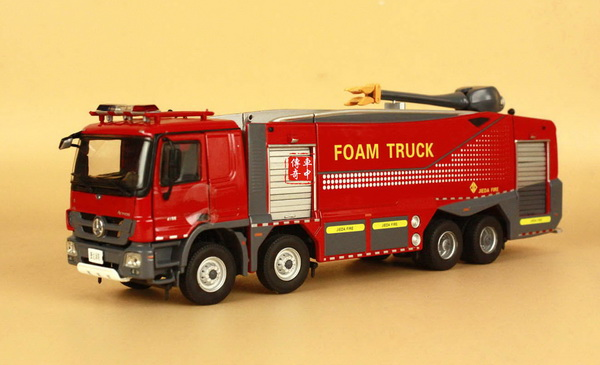 Модель 1:50 Mercedes-Benz Actros FIRE FOAM TRUCK