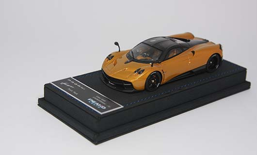 Модель 1:43 Pagani Huayra Track Pack - gold/black carbon