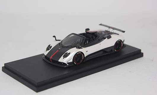 Модель 1:43 Pagani Zonda 5 Cinque Roadster - white/black carbon