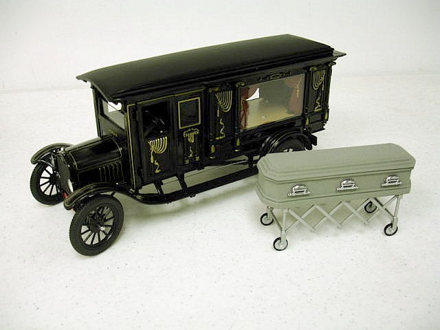 Модель 1:18 Ford Model T Ornate Carved Hearses with casket and church truck / black
