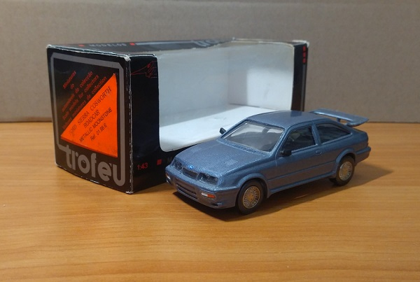 Модель 1:43 Ford Sierra Cosworth Metallic Moonstone