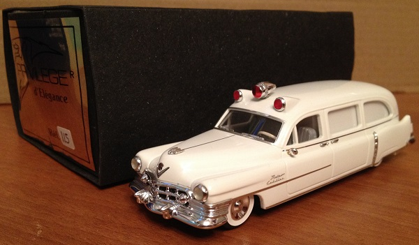 Модель 1:43 Cadillac Series 86 Ambulance