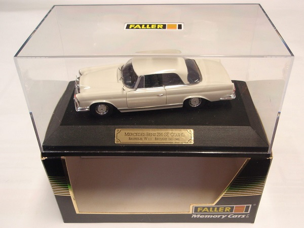 Модель 1:43 Mercedes-Benz 220 SE Coupe W111